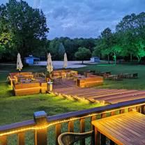 photo of lakeside inn restaurant