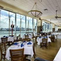 photo of riva crabhouse on navy pier restaurant