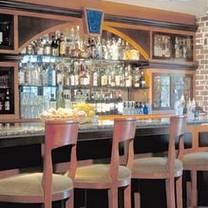photo of vinny's on windward restaurant