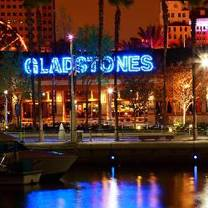 photo of gladstone's long beach restaurant