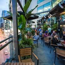 foto von jack astor's - toronto (yonge & dundas) restaurant