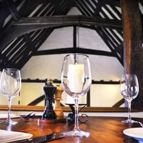 photo of the white hart at fyfield restaurant