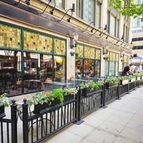 photo of elephant & castle - chicago wabash ave. restaurant