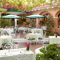 photo of polo lounge @  the beverly hills hotel restaurant