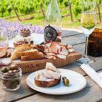 foto von lightfoot & wolfville vineyards restaurant