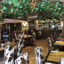 photo of cow and pig bromley restaurant