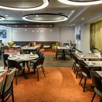photo of trailhead bar + kitchen - the hilton garden inn issaquah restaurant