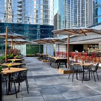 photo of streeterville social restaurant