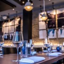 foto von modern steak on stephen avenue restaurant