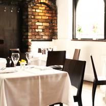 photo of the oak bistro restaurant