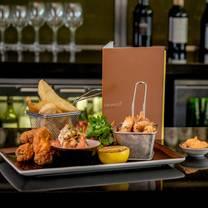 foto van cinnamon restaurant and bar at hilton canary wharf restaurant