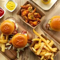 foto von pounders burgers restaurant