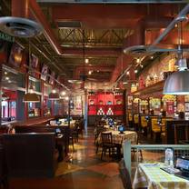 photo of uno pizzeria & grill - southport restaurant
