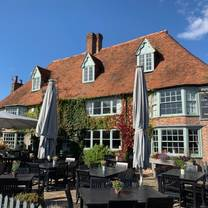 photo of chequers on the green country pub restaurant