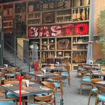 foto de restaurante basto asadero y botanero