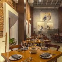 foto de restaurante la revolución comedor