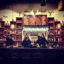foto de restaurante lion's den beaumonde cigar bar