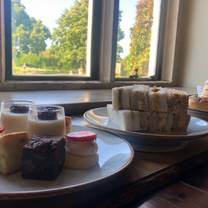 photo of afternoon tea at the gallery restaurant, stanton manor restaurant