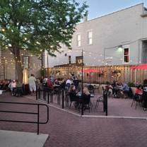 foto von tapville social - naperville restaurant