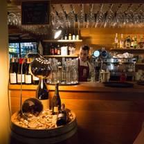 foto von wallace's taverna restaurant