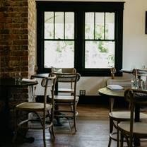 photo of lou restaurant