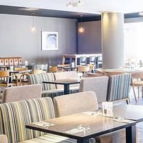 photo of holiday inn coventry - open lobby restaurant