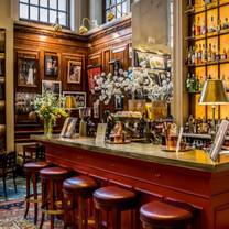 photo of swans bar at maison assouline restaurant