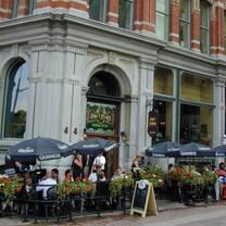 foto von d'arcy mcgees - sparks street restaurant