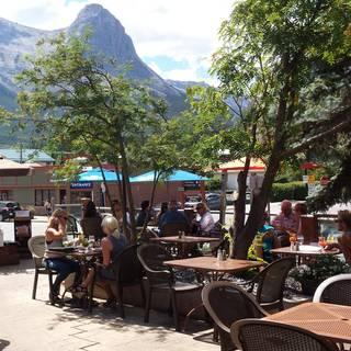 The Wood Restaurant & Lounge