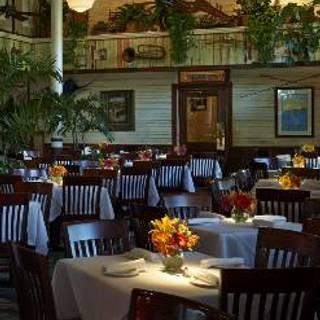 Landry's Seafood House – New Orleans Lake Pontchartrain