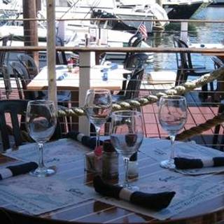 Shuckers World Famous Raw Bar & Cafe