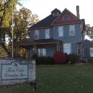 Twin Oaks Country Inn