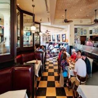 Cafe Deluxe - Tysons Corner