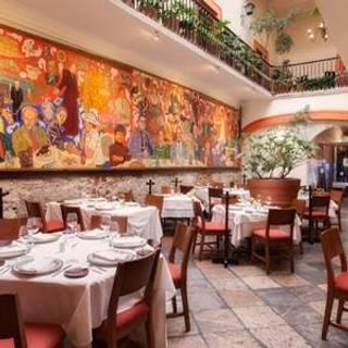 16 restaurantes cerca de la quinta inn suites puebla for El mural de los poblanos