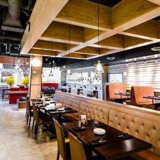 38 restaurants near sheraton minneapolis west opentable. Black Bedroom Furniture Sets. Home Design Ideas