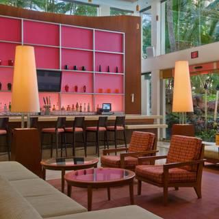 Lounge - M.A.C. 24/7, Honolulu, HI