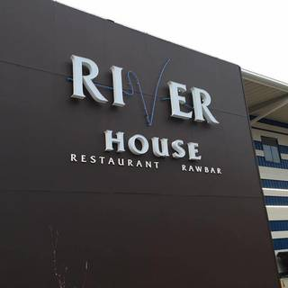 River House Restaurant & Raw Bar