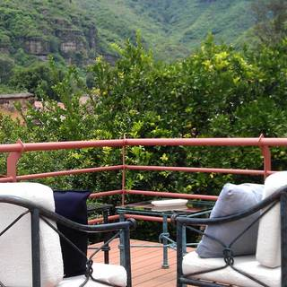 El Puente de Má-Li Pepito Fondue Wine & Mezcal Bar