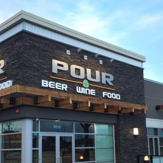 Pour Beer Market & Grill - Evanston