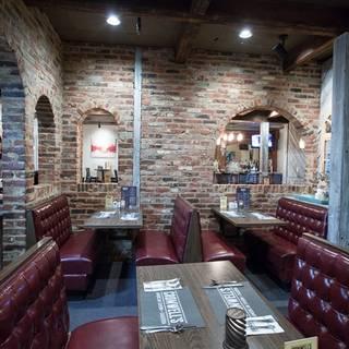 Cromwell's American Tavern and Taqueria