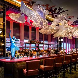 Park chinois club chinois london opentable for Big fish seafood bistro
