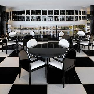 Armani Deli / Armani Hotel Dubai