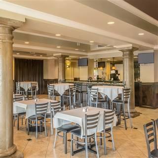 Brock's Restaurant & Bar - DoubleTree Gilbert