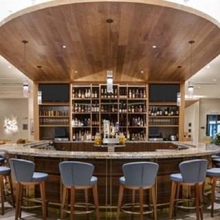 Shoreline Bar & Grille