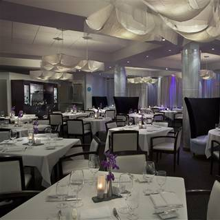 Liv Restaurant - White Oaks Resort & Spa