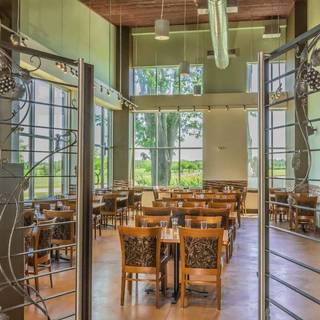The Vines Restaurant - Cooper's Hawk Vineyards