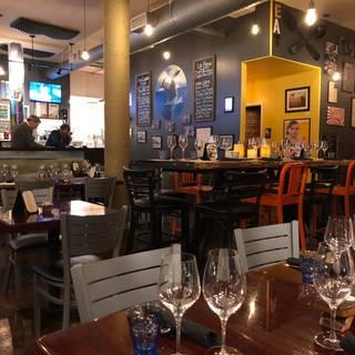 EAT Restaurant and Bar