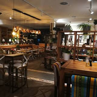 DOMINIQUE / Café, Bistro, Boulangerie