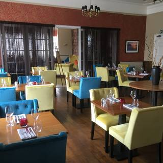 Dining room at Virginia Court Hotel