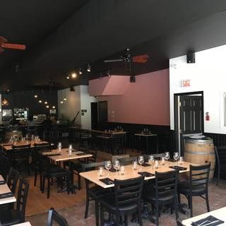 L'étiquette restaurant et bar à vin